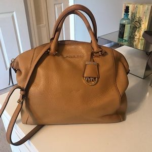 Michael Kors Riley Handbag in peanut color.